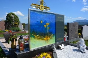 Hardy Kunst am Friedhof